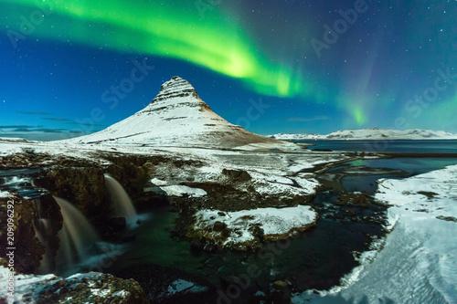 Plexiglas Noorderlicht Aurora Borealis or northern light above kirkjufell mountain in iceland