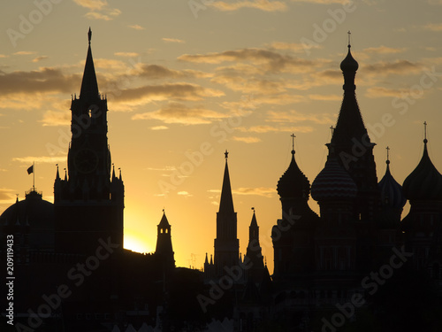 Fotobehang Moskou Silhouettes of Moscow historical buildings-Kremlin and St. Basil's Cathedral