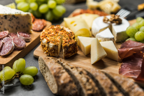 Foto Murales cheese plate close up