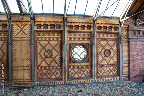 Aluminium Berlijn Interior wall at Hackescher Markt train station in Berlin Germany