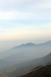 montanhas com neblina