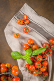 Small red cherry tomatoes - 209151092