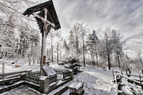 Foto Murales Biały Krzyż zimą