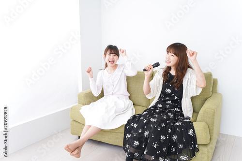 Fototapeta カラオケ・女子