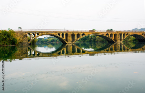 Plakat Vintage bridge in China reflected in the lake
