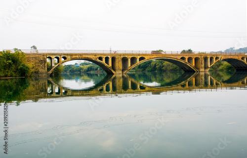 Fotobehang Bruggen Vintage bridge in China reflected in the lake