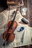 Vintage violin, sheets and ink with feather - 209217676