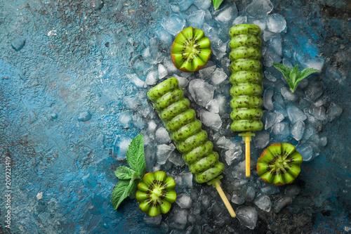 Foto Murales homemade kiwi popsicles