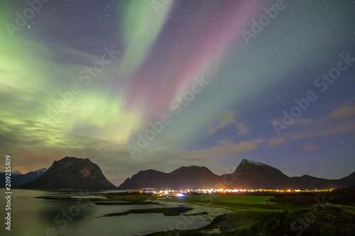 Aluminium Noorderlicht Northern Lights - Aurora borealis. Beautiful picture of massive multicoloured green vibrant Aurora Borealis in the night sky