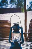 lampe dans un campement dans le désert - 209257881