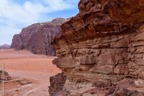 Fotobehang Bruin Giordania, deserto di Wadi Rum
