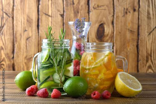 Fotobehang Sap Infused fruit detox water