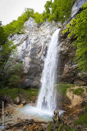 Foto Murales giant big waterfall called Wildensteiner waterfall in austria