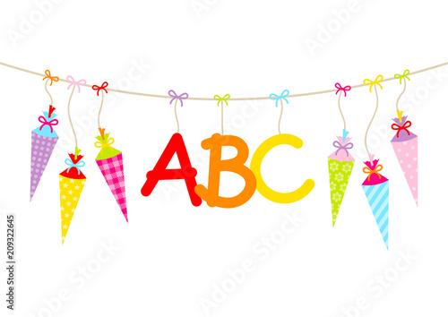 Hängende bunte Schultüten & ABC - 209322645