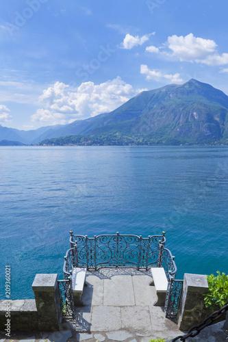 Foto Murales Blick vom Park der Villa Monastero auf den Comer See