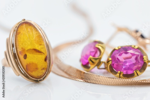 Foto Murales Gold rings with diamonds and amber