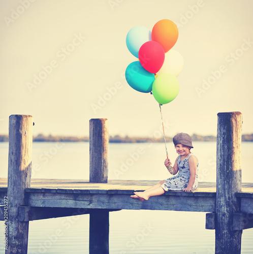 Mädchen fröhlich mit Ballons