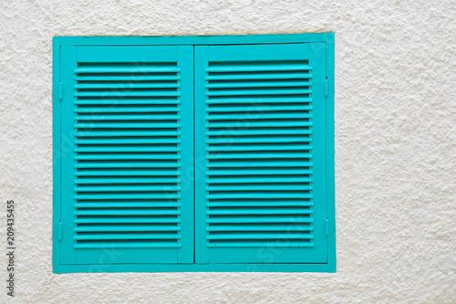 Foto Murales ventana con persiana verde mediterraneo 4M0A1771-f18