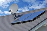 Solarthermische Anlage und Sateliten-Anlage auf einem neu gedeckten Ziegeldach montiert - 209452447