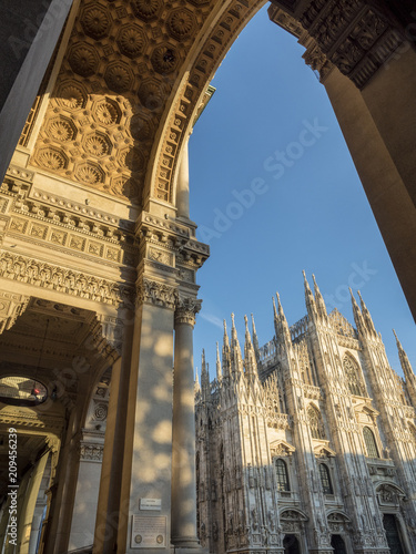 Foto Murales Milan: the Gallery and cathedral
