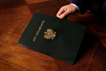 notariusz, akt, biuro, biurko, dokument, waznosc, polski, reka, dlon, elegancja, powaga, zaufanie, akt notarialny, panstwowy,