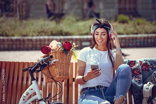Fotobehang Muziek Music Makes Her Happy