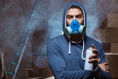 Aluminium Graffiti Graffiti painter in dark smokey room