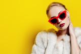 sunglasses and fur coat - 209486239