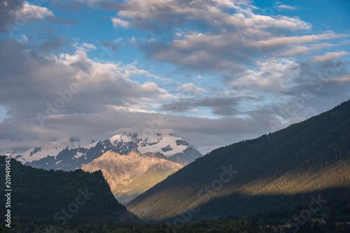 Fotobehang Blauwe jeans Landscape with majestic mountains