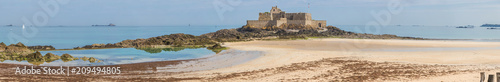 Beach panorama of Saint Malo, a beautiful port city in Brittany - 209494805