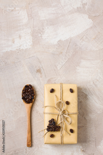 Foto Murales Craft gift box and spoon with coffee beans