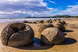 Boulders Moeraki - large spherical boulders - 209564282