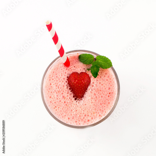 Fotobehang Milkshake Strawberry milkshake in glass isolated on white background. Top view.