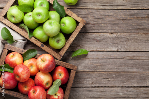 Green and red apples in wooden box - 209594006