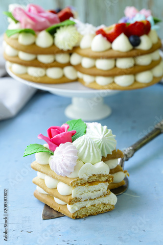 Foto Murales honey cake with mascarpone cream and decorated with flowers