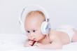 Leinwanddruck Bild - kid in earphones