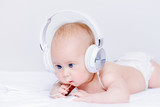 kid in earphones - 209603803