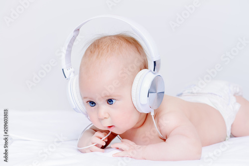 kid in earphones