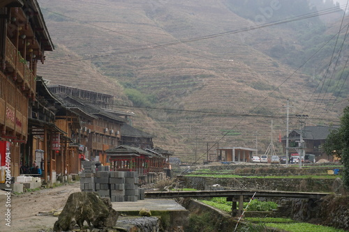 Fotobehang Grijs 中国旅行 村へ