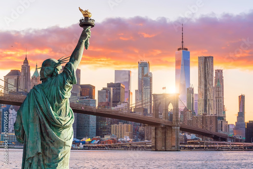 Leinwandbild Motiv Statue Liberty and  New York city skyline at sunset