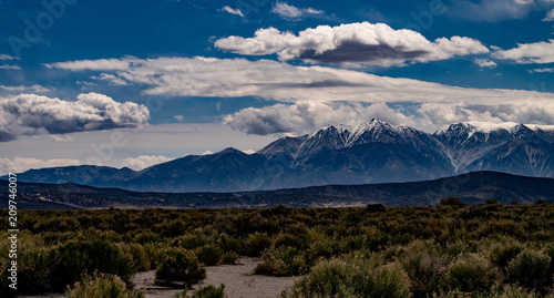 Aluminium Bleke violet View of the White Mountains above the Owens Valley, California