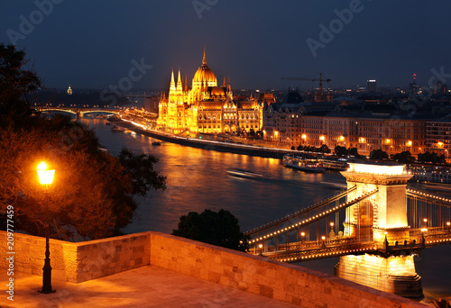 Foto Murales The Hungarian Parliament Building, also known as the Parliament of Budapest.One of Europe's oldest legislative buildings, a notable landmark of Hungary and a popular tourist destination of Budapest