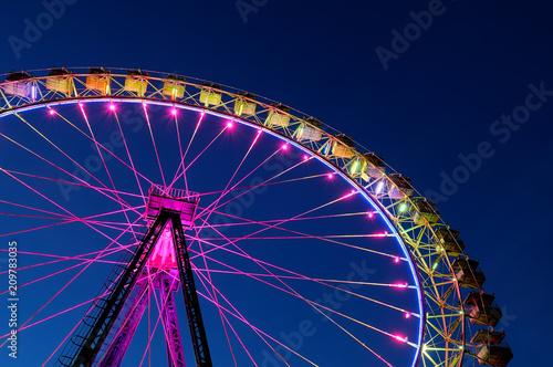 Leinwanddruck Bild Big ferris wheel with festive colorful illumination