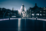Millennium Bridge and St Paul´s Cathedral (London) at night