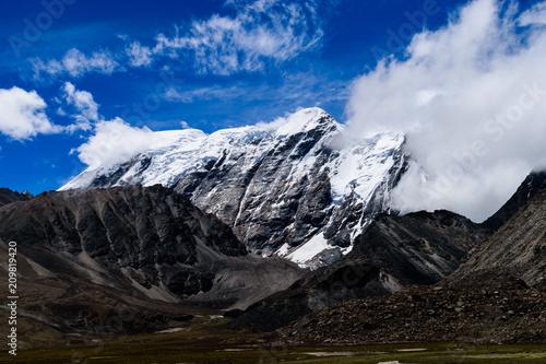 Foto Murales Beautiful Himalayas In Spring On The Way To Gurudongmar Lake North Sikkim