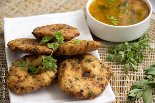 Foto Murales Uddina vada is a traditional South Indian dish which is served with coconut chutney and sambar.