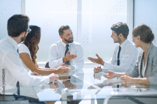 hrough the glass.the business team is holding a meeting