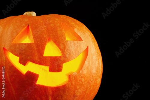 Oświetlony uroczy halloween dynia