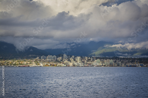Fotobehang Canada Cloudy day looking at North Vancouver skyline