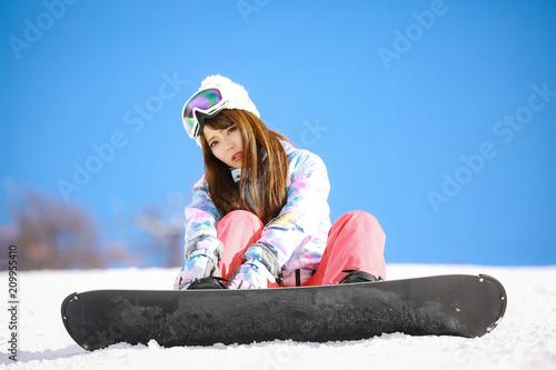 mata magnetyczna スノーボードをする女性